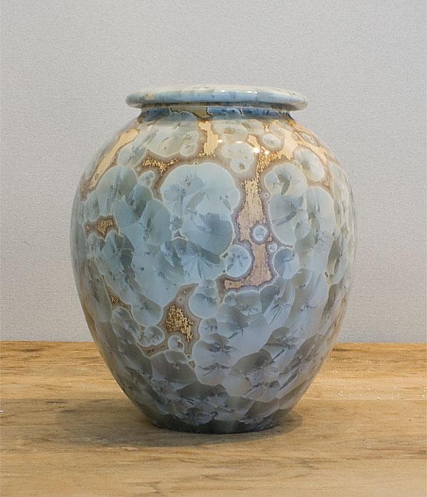 Medium tan urn with silver crystals